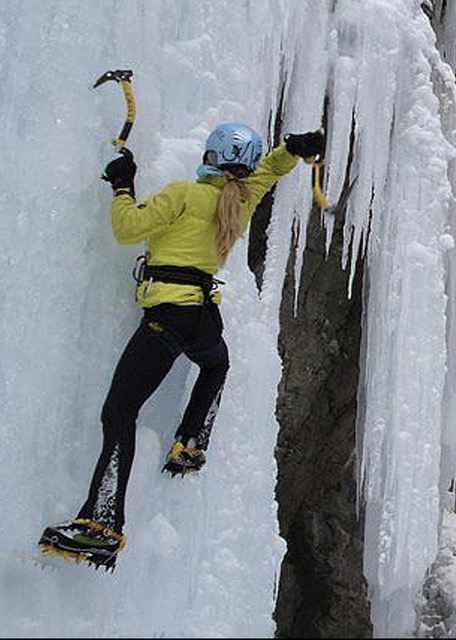 How to swing a tool?Carolyn Parker, founder Ripple EffectTraining, teaching ice climbingin theOuray Ice Park.©Carolyn Parker collection
