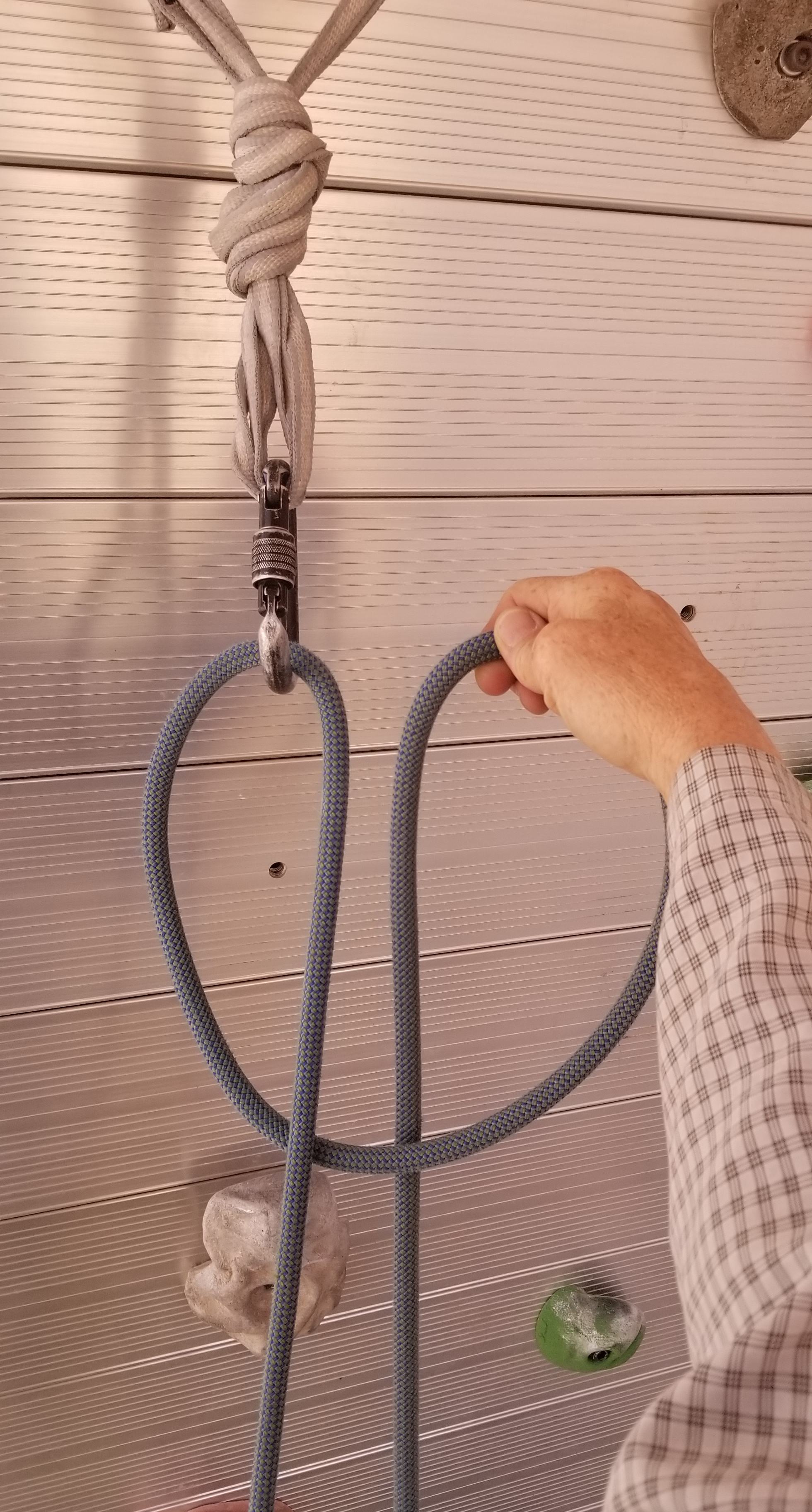 one handed clove hitch step 3
